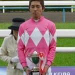【競馬】和田騎手に「後ろ見て!」と言いたくなるクランモンタナの睨みが凄い!